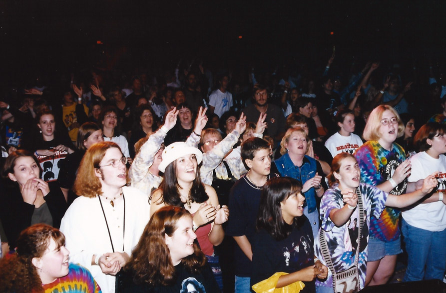 The duds and haircuts in the crowd are unmistakably 90s, but the vibe is all 60s – Chicago `98