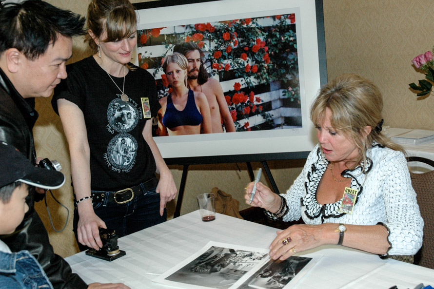 Pattie Boyd signs for fans