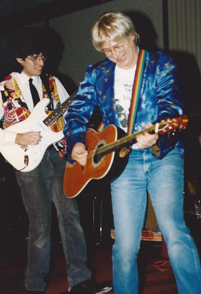Neil Innes rocks out - L.A. `94