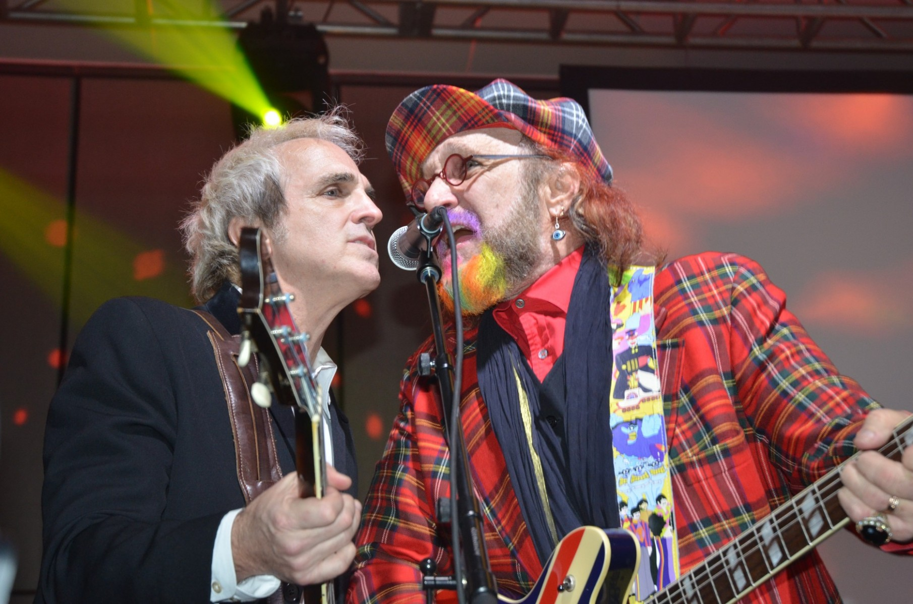 Glen Burtnik of Liverpool and Mark Hudson share the microphone during the Grand Jam Finale.